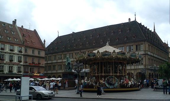 Эльзасские крыши. Памятник Гутенбергу.