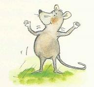 Die kleine Maus spielt mit ihren Muskeln