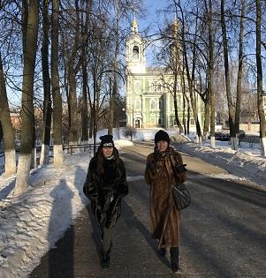 По улице Никитской к Золотым воротам. По морозцу.